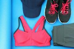 Usura di sport del ` s delle donne, modo della palestra ed accessori, attrezzatura di esercizio Fotografia Stock