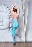 Usura perfetta dell'acrobata della ginnasta di forma del corpo della donna bionda sexy casuale Immagini Stock