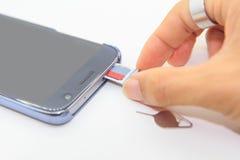 Usuwa pamięci kartę smartphone Obrazy Royalty Free
