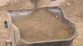 Usyp ciężarówka w piaskowatym łupie zbiory