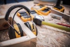 Uszaty mufki Woodwork bezpieczeństwo zdjęcie stock