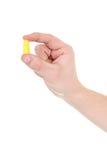 uszaty ręki męskiej prymki kolor żółty obraz royalty free