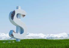 Uszkadzająca betonowa dolarowego znaka statua odizolowywająca na trawy łące z śnieżną górą i niebieskim niebem jako tło Obrazy Royalty Free
