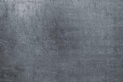 Uszkadzająca stalowa tekstura, ciemny metalu tło z narysami na t obraz royalty free