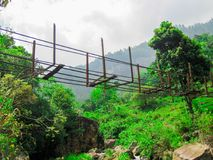 Uszkadzający zawieszenie most obraz stock