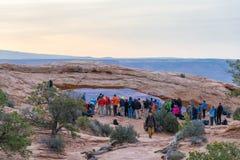 UTÁ, EUA - 25 DE ABRIL DE 2014: os povos estão esperando um nascer do sol em Foto de Stock Royalty Free