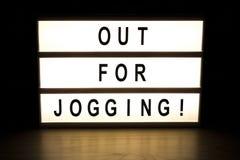 Ut för att jogga teckenbrädet för ljus ask Royaltyfri Fotografi