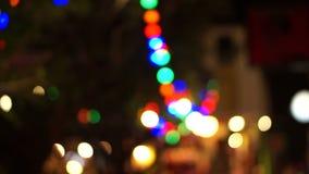 Ut ur fokusferie tänder trädet begreppet för karneval och festival arkivfilmer