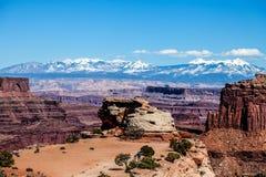 Utah-Canyonlands nationell Parkera-ö i himmelområdet Arkivbild