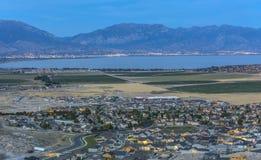 Utah See und Ackerland mit Bergen Lizenzfreie Stockbilder