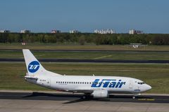 UTAir Boeing 737-500 à l'aéroport de Berlin Tegel Photos libres de droits