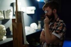 Utalentowany artysta Ocenia jego arcydzieło zdjęcia royalty free