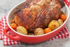 Utan ben stek för grisköttfransyska med potatisar royaltyfri fotografi