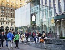 Utanför Apple Store Royaltyfri Bild