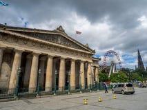 Utanför den skotska National Gallery Arkivbilder