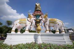 Utanför den storslagna slotten och templet av Emerald Buddha Fotografering för Bildbyråer