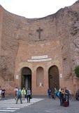 Utanför sikt basilikan av St Mary av änglarna och martyr i Rome Arkivbild