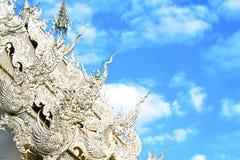 Utarbetade detaljer av ett thailändskt tempeltak Royaltyfria Foton