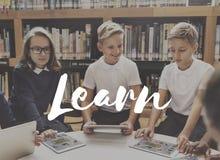 Utbilda lär kunskapsutbildning som lär begrepp royaltyfria foton