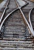 Utbilda linjer för spårföreningspunktstången för att placera om traincars Arkivbilder