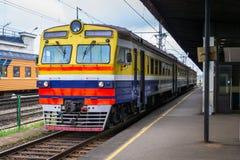 Utbilda på den järnväg stationen royaltyfria foton