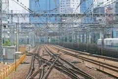 Utbilda spåret, kabel, byggnad, Tokyo cityscape Royaltyfria Bilder