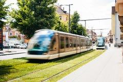 Utbilda spårvägen i staden av Strasbourg, Frankrike Arkivfoton