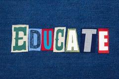 UTBILDA textordcollage, färgrikt tyg på blå grov bomullstvill, begrepp för allmän utbildning royaltyfria bilder