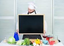 Utbildning av matlagning- och matförberedelsen Undervisande mästarklass för högsta kock, i att laga mat skola Ledar- ge sig för k royaltyfria foton
