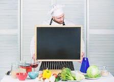 Utbildning av matlagning- och matf?rberedelsen Undervisande m?starklass f?r h?gsta kock, i att laga mat skola Ledar- ge sig f?r k arkivfoton