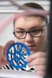 Utbildning barn, teknologi, unge med printe 3d Arkivbilder