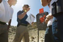 Utbildning för instruktörWith Officers At strid Royaltyfri Foto