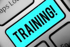Utbildning för ordhandstiltext Affärsidéen för en aktivitet uppstod, när den startade ett nytt jobbprojekt, eller arbetstangentbo arkivbild