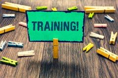 Utbildning för ordhandstiltext Affärsidéen för en aktivitet uppstod, när den startade en ny jobbprojekt- eller arbetsklädnypa som arkivfoto