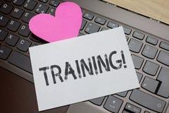 Utbildning för ordhandstiltext Affärsidéen för en aktivitet uppstod, när den startade en ny lovel för romantiker för jobbprojekt- royaltyfri bild