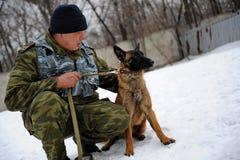 Utbildning för polishund Arkivbilder