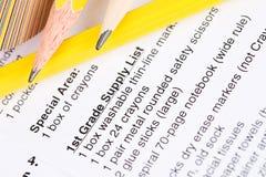 Utbildning: Lista för skolatillförsel med blyertspennor och tillförsel Royaltyfria Foton