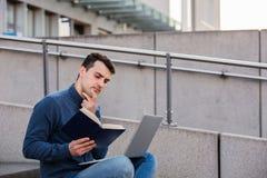 Utbildning och arbetebegrepp arkivfoton