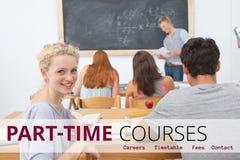 Utbildning och deltids- kurser smsar och folk som sitter på en grupp Arkivbilder