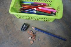 Utbildning tillbehör (blyertspennor, vässaren) Royaltyfri Fotografi