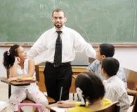 Utbildningsaktiviteter i klassrum Arkivbild