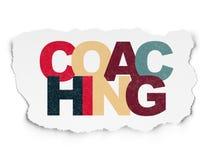 Utbildningsbegrepp: Coachning på sönderrivet papper arkivbilder