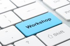 Utbildningsbegrepp: datortangentbord med seminariet Arkivbild
