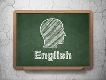 Utbildningsbegrepp: Huvud och engelska på den svart tavlan Royaltyfri Foto