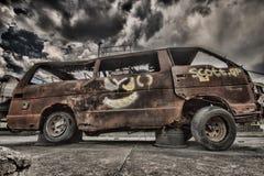 Utbränd minibusstaxi Arkivfoto