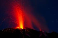 Utbrott av den aktiva vulkan Arkivbild
