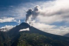 Utbrott av en vulkan royaltyfria bilder