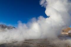 Utbrott av geyseren på El Tatio Royaltyfria Foton