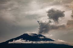 Utbrott av Mt Agung vulkan i östliga Bali, Indonesien Royaltyfri Fotografi