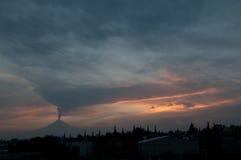 Utbrott av Popocatepetl Arkivfoto